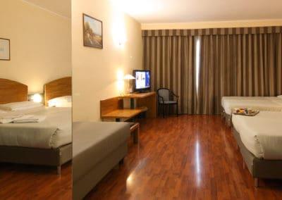 camera quadrupla Sun Hotel Rubiera 2